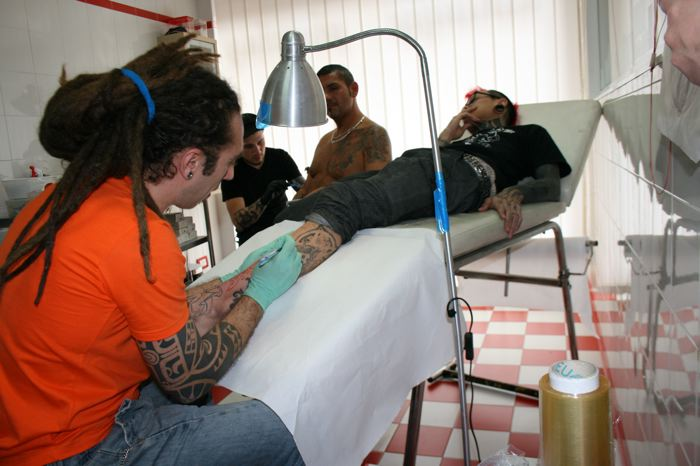 ...Roma 2008 tatuando Shane Tan!